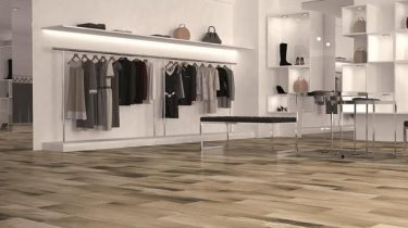 Kerala_Wood_Effect_Tiles_on_High_Street_Fashion_Shop_Floor_grande